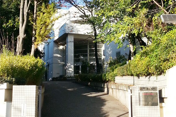 ちなみに、「首都大学東京」の英語表示は、昔の「東京都立大学」の英語表示と同様の「TOKYO METROPOLITAN  UNIVERSITY」を使っているそう ...