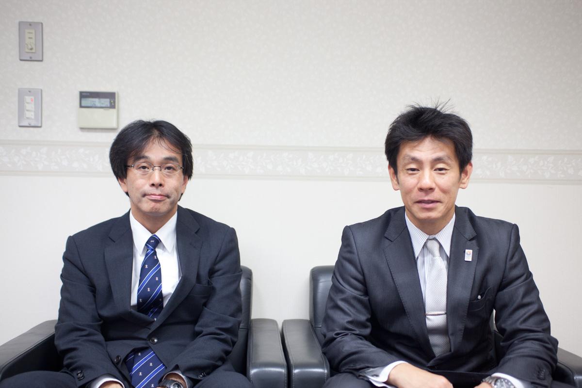 広報部の比嘉先生(左)と福永先生(右)