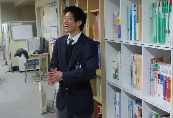 編集部と談笑する元田くん